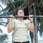 Jak podciągnąć się na drążku? Plan treningowy